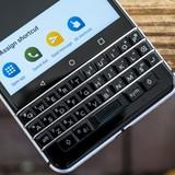 Điện thoại cao cấp nhất của BlackBerry có thể bị rơi màn hình khi sử dụng