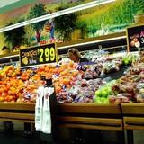 Phát hiện hoa quả ngoại chuyên cung cấp cho siêu thị đã hỏng, mốc