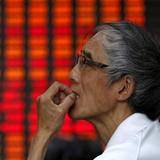 """Chứng khoán 24h: Cổ phiếu nới room lại dậy sóng, nhiều quỹ đầu tư không """"thắng"""" nổi VN-Index"""