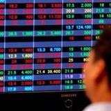 """Chứng khoán 24h: Khối ngoại bán ròng 222 tỷ đồng, chỉ số """"chênh vênh"""" tại vùng đỉnh cũ"""