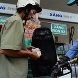 <span class='bizdaily'>BizDAILY</span> : Doanh nghiệp đồng loạt tăng giá xăng, giảm giá dầu