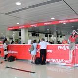 Bắt hai nhân viên sân bay trộm hành lý hành khách