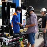 """<span class='bizdaily'>BizDAILY</span> : Việt Nam bán xăng với giá """"bèo bọt"""" gần nhất thế giới?"""