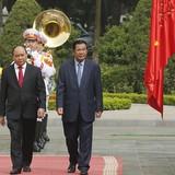 Thủ tướng Hun Sen mời Thủ tướng Nguyễn Xuân Phúc sang thăm Campuchia