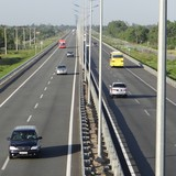 Chính phủ thúc 3 Bộ làm 1km đường mẫu, rà soát chi phí xây dựng