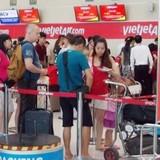 Tát nhân viên Vietjet: Hành khách bị cấm đi máy bay 6 tháng