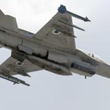 Quân đội Israel lại bắn phá Syria