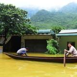 [Ảnh] Đường từ Hà Nội đi Tây Bắc tê liệt do ngập sâu 2m
