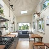 Ngôi nhà đầy ánh sáng được làm hoàn hảo từ gỗ tái chế