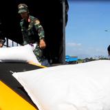 Phân chia 40 tấn hàng Nga cứu trợ Việt Nam sau bão Damrey
