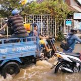 Triều cường dâng cao trên con đường ngập 20 ngày/tháng, ba gác kiếm tiền triệu