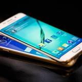 """Galaxy S6 và S6 edge """"dính"""" lỗi xoay màn hình, thay thế pin đắt"""