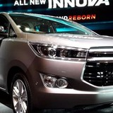 """[BizVIDEO] Toyota Innova 2016 """"so găng"""" cùng các đối thủ"""