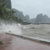 Huyện đảo Bạch Long Vĩ đã có gió mạnh cấp 8, Quảng Ninh cho học sinh nghỉ học