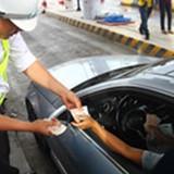 Lãnh đạo Bộ Giao thông hứa xem xét giảm phí tại trạm Cai Lậy