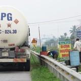 """Mua bán xăng dầu di động trên quốc lộ 5: Lái xe ngang nhiên """"rút ruột"""" doanh nghiệp vận tải"""