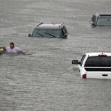 """Ôtô ngập lụt ở Mỹ được """"tút"""" lại để bán như xe mới"""