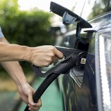 Trung Quốc sắp cấm bán ô tô chạy xăng dầu