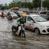 """Vận hành máy bơm chống ngập ở """"rốn"""" ngập TP HCM"""