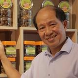 """Gắn tên mình vào thương hiệu rồi gặp scandal, nhưng ông chủ Ô mai Hồng Lam quyết không tìm """"thế thân"""""""