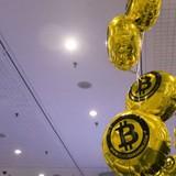 Hàng loạt chuyên gia kinh tế chỉ trích bitcoin