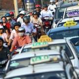 Thị trường 24h: Taxi Group tăng giá cước để... tri ân khách hàng