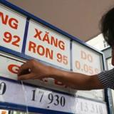 """Thuế, phí bằng 70% giá nhập khẩu, giá xăng vẫn """"phù hợp""""?"""