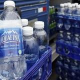 Thị trường 24h: Trả tiền gấp 2.000 lần để uống nước vòi đóng chai