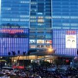 """Thị trường 24h:  Doanh nghiệp bán lẻ Việt """"căng mình"""" đối phó đại gia ngoại"""