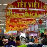 Hà Nội, TP.HCM cam kết Tết không thiếu hàng, sốt giá