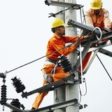 Quỹ bình ổn: Sẽ buông với xăng dầu và áp dụng với điện?
