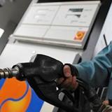 Giá xăng giảm kỷ lục chỉ còn hơn 13.700 đồng/lít
