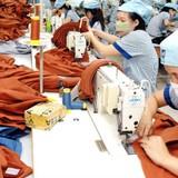 """Thị trường 24h: Xuất khẩu dệt may bị """"hàng xóm"""" lấy đơn hàng"""