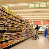 """Thị trường tuần qua: Cửa hàng tạp hoá sắp đến thời """"mạt vận"""", mỗi kg vải gánh 8.000 đồng chi phí"""