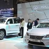 """Thị trường tuần qua: Lexus Việt Nam bị """"tố"""" giá cao, lãi lớn, bảo hành lởm"""