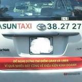 Bộ Công Thương đang xem xét việc taxi truyền thống dán khẩu hiệu phản đối Uber, Grab