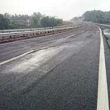 Sửa hằn lún cao tốc Nội Bài - Lào Cai bằng nhựa đường Polimer