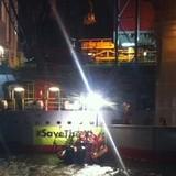 Các nhà hoạt động Greenpeace chặn giàn khoan Gazprom tại Hà Lan