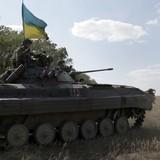 Quân Ukraine bắt đầu rút vũ khí khỏi vùng ranh giới