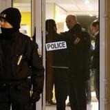 Khủng bố: Tìm được một đai thuốc nổ ở ngoại ô Paris