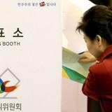 """Bầu cử Hàn Quốc: Nữ Tổng thống Park """"hụt hơi"""""""