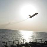 """Nga nói về vụ phi cơ lượn """"trêu ngươi"""" gần tàu Mỹ"""