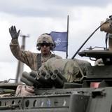 """NATO nói """"không đủ sức"""" bảo vệ đồng minh Baltic"""