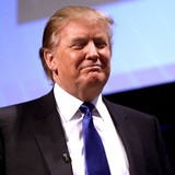 Donald Trump bất ngờ vượt lên trước so với Hillary Clinton