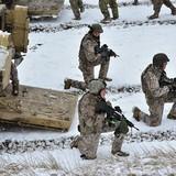 """Tướng Anh tuyên bố: """"NATO không thể đối phó được với Nga"""""""