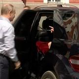 """Tiết lộ bí mật """"chiếc hộp màu đỏ"""" trong xe của ông Putin"""