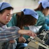 Sản lượng công nghiệp của Trung Quốc chạm đáy 7 năm