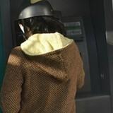 Lại thêm vụ bắt giữ người nước ngoài dùng thẻ giả rút tiền ATM