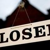 Tài chính 24h: Sẽ cho phá sản ngân hàng yếu kém, công nhân xếp hàng chờ rút tiền ATM