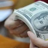 Tài chính 24h: Vì sao ngân hàng quyết định vay ngoại tệ lãi suất cao?